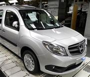 Le groupe industriel allemand Daimler a procédé au rappel en Europe de 3.500 Citan, le petit utilitaire urbain de Mercedes-Benz, en raison d'airbags défectueux. /Photo d'archives/REUTERS/Pascal Rossignol