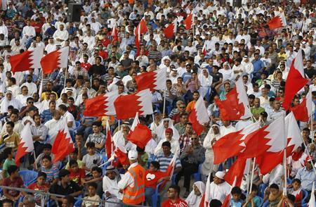 Protesters holding Bahraini flags participate in an anti-government sit-in organized by Bahrain's main opposition party Al Wefaq in the village of Sitra, south of Manama, May 3, 2013. REUTERS/Hamad I Mohammed