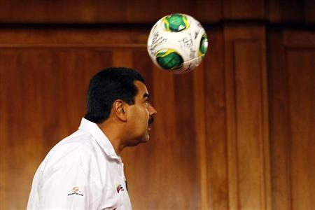 Venezuela's President Nicolas Maduro heads a ball during a news conference with Venezuela's Under-17 soccer team in Caracas April 30, 2013. REUTERS/Carlos Garcia Rawlins