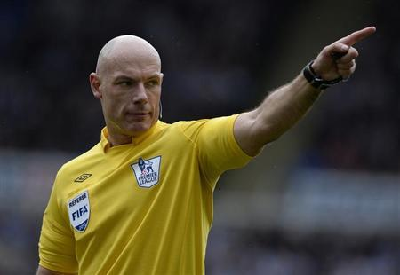 Referee Howard Webb points during the English Premier League soccer match between Newcastle United and Sunderland in Newcastle, northern England April 14, 2013. REUTERS/Nigel Roddis/Files