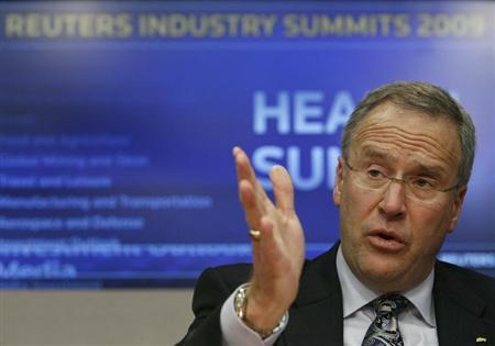 John Lechleiter, chairman, president, and chief executive officer of Eli Lilly and Company, speaks at the Reuters Health Summit in New York, November 9, 2009. REUTERS/Brendan McDermid