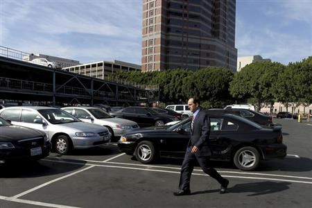 Former KPMG senior auditor Scott London crosses a parking lot upon leaving the Roybal Federal Court Building after his hearing in downtown Los Angeles April 11, 2013. REUTERS/David McNew