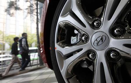 The logo of Hyundai Motor Co. is seen on a wheel of a car at a Hyundai dealership in Seoul April 25, 2013. REUTERS/Kim Hong-Ji