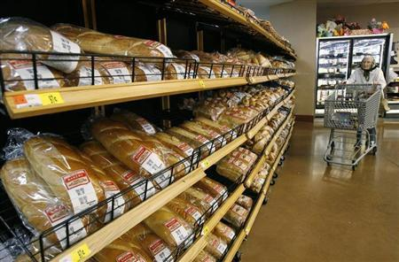 Loaves of bread sit ready for sale on the shelves of a Wal-Mart store in Santa Clarita, California April 1, 2008. REUTERS/Mario Anzuoni
