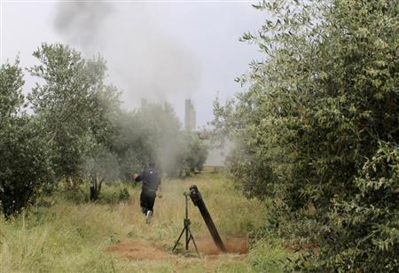 A Free Syrian Army fighter is seen near a mortar in Khirbet Ghazaleh, Daraa, May 3, 2013. Picture taken May 3, 2013. REUTERS/Thaer Abdallah