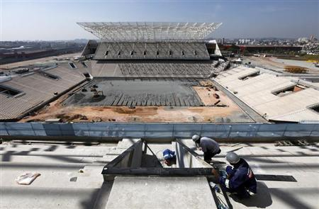 Employees work on the site of the Arena Sao Paulo stadium, known as ''Itaquerao'', which will host the opening soccer match of the 2014 World Cup, in Sao Paulo May 3, 2013. REUTERS/Paulo Whitaker