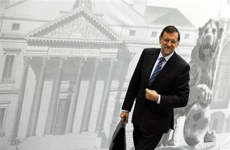 Spain's Prime Minister Mariano Rajoy smiles as he arrives at Parliament to present a new reform program during a session in Madrid May 8, 2013. REUTERS/Sergio Perez
