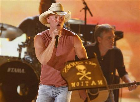 Kenny Chesney performs ''Pirate Flag'' at the 48th ACM Awards in Las Vegas April 7, 2013. REUTERS/Mario Anzuoni