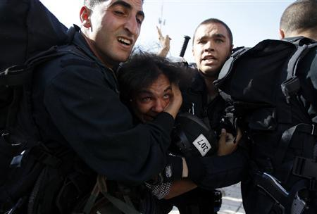 Israeli police officers detain a Palestinian who protested in front of the Damascus Gate outside Jerusalem's Old City during a parade marking Jerusalem Day May 8, 2013. REUTERS/Ammar Awad
