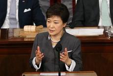 2013年5月8日,韩国总统朴槿惠在美国国会联席会议上讲话。REUTERS/Gary Cameron