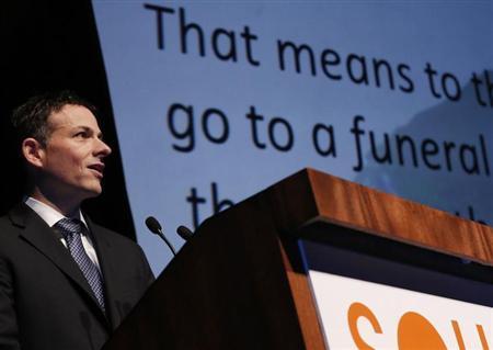 David Einhorn speaks at the Sohn Investment Conference in New York, May 8, 2013. REUTERS/Brendan McDermid
