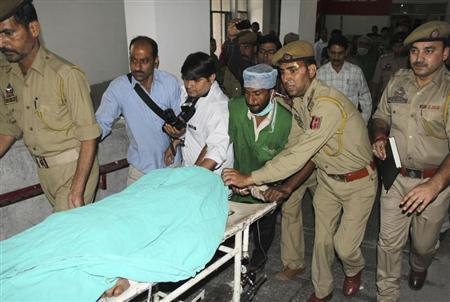 Police and hospital staff shift Sanaullah Haq, a Pakistani prisoner, to an intensive care ward in a hospital in Jammu May 3, 2013. REUTERS/Stringer