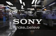 Sony prévoit un bénéfice d'exploitation stable pour l'exercice entamé le 1er avril après la hausse qui l'a porté en 2012-2013 à son meilleur niveau depuis cinq ans, grâce entre autres à la baisse du yen. /Photo prise le 9 mai 2013/REUTERS/Toru Hanai
