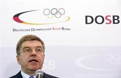Presidente da Federação Alemã de Esportes Olímpicos, Thomas Bach, fala durante coletiva de imprensa, em Frankfurt. Bach se tornou o primeiro candidato oficial à presidência do Comitê Olímpico Internacional (COI), salientando sua longa experiência esportiva. 09/05/2013 REUTERS/Lisi Niesner