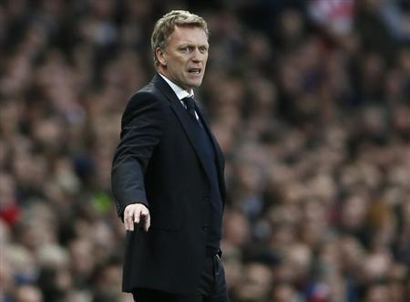 Everton's manager David Moyes gestures during the English Premier League match against Arsenal at Emirates Stadium in north London April 16, 2013. REUTERS/Stefan Wermuth/Files