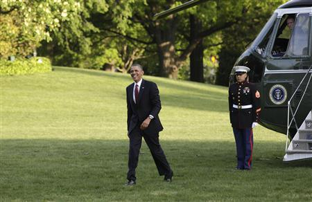 U.S. President Barack Obama smiles as he walks on the South Lawn of the White House upon his return to Washington from Costa Rica May 4, 2013. REUTERS/Yuri Gripas