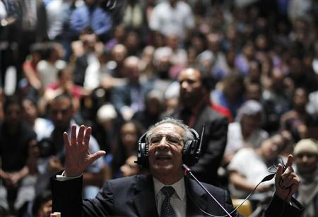 Former Guatemalan dictator Efrain Rios Montt speaks in his genocide trial, which is drawing to a conclusion, at the Supreme Court of Justice in Guatemala City, May 9, 2013. REUTERS/Jorge Dan Lopez