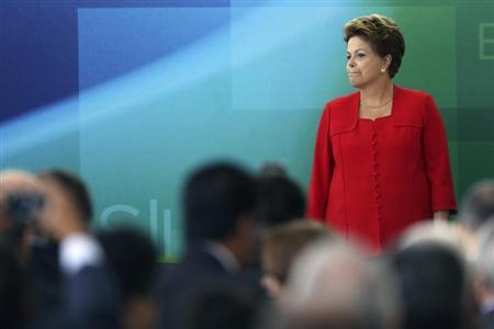 Brazil's President Dilma Rousseff participates in the inauguration ceremony of the Chief Minister of the Micro and Small Enterprise Secretariat, Guilherme Afif Domingos, at the Planalto Palace in Brasilia May 9, 2013. REUTERS / Ueslei Marcelino