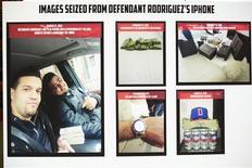 Imagens tiradas do telefone de um suspeito, um dos oito acusados de ter participado de um esquema de crime cibernético de roubo a bancos, são mostradas em uma coletiva de imprensa, em Nova York. 09/05/2013 REUTERS/Lucas Jackson
