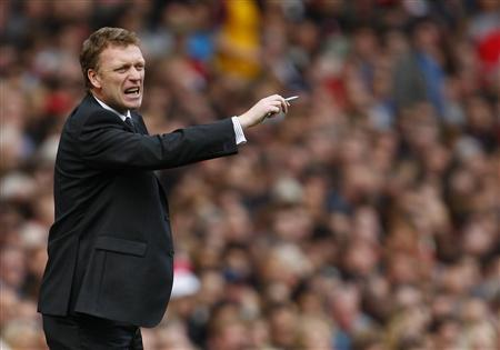 Everton manager David Moyes gestures during their English Premier League soccer match against Arsenal at the Emirates Stadium in London in this October 18, 2008 file photo. REUTERS/Eddie Keogh/Files