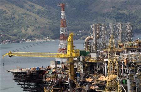 A view of the final stage of the construction of new P-56 semi-submersible production platform for the oil company Petrobas at the Brasfels shipyard in Angra dos Reis, about 115 miles (185 km) west of Rio de Janeiro February 24, 2011. REUTERS/Sergio Moraes