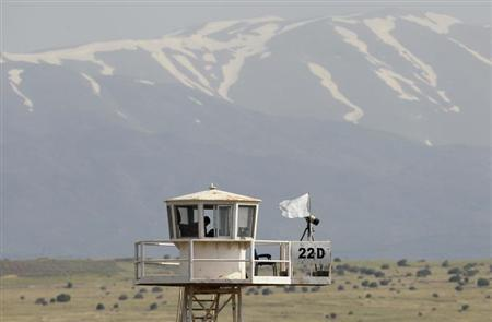 A United Nations observation tower overlooking Syria is seen near the Kuneitra border crossing between Israel and Syria, on the Israeli-occupied Golan Heights May 8, 2013. REUTERS/Baz Ratner