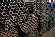 La Chine a ouvert une enquête contre les fabricants européens, américains et japonais de tubes d'acier sans soudure, accusés par un concurrent chinois de dumping. Cette décision intervient deux jours après que la Commission européenne a approuvé l'imposition de lourds droits de douane sur les panneaux solaires importés de Chine. /Photo d'archives/REUTERS