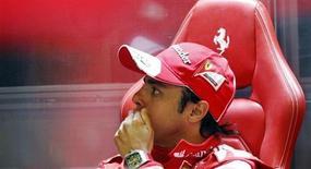 O piloto da Fórmula Um da Ferrari Felipe Massa, do Brasil, repousa no Circuito de Catalunha em Montmelo, Espanha. 10/05/2013 REUTERS/Albert Gea