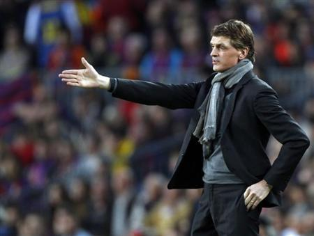 Barcelona's coach Tito Vilanova gestures during the Champions League semi-final second leg soccer match against Bayern Munich at Camp Nou stadium in Barcelona May 1, 2013. REUTERS/Gustau Nacarino