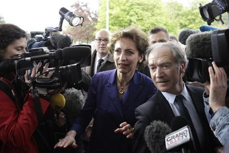 French Social Affairs and Health Minister Marisol Touraine (C) arrives at Roger Salengro hospital in Lille, May 11, 2013, where the patient with confirmed case of the SARS-like coronavirus is treated. REUTERS/Pascal Rossignol