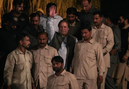 Nawaz Sharif (C), leader of the political party Pakistan Muslim League - Nawaz (PML-N), waves to his supporters as he arrives to address an election campaign rally in Rawalpindi, May 7, 2013. REUTERS/Faisal Mahmood