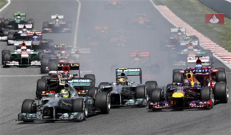 Mercedes Formula One driver Nico Rosberg of Germany (bottom L) leads going into the first curve in the first lap during the Spanish F1 Grand Prix at the Circuit de Catalunya in Montmelo, near Barcelona, May 12, 2013. REUTERS/Gustau Nacarino