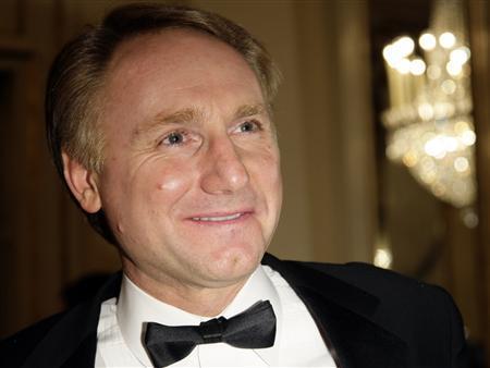 U.S. writer Dan Brown arrives at La Scala opera house in Milan December 7, 2009. REUTERS/Alessandro Garofalo