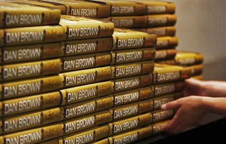 An employee of a bookshop stacks copies of the new Dan Brown novel ''The Lost Symbol'' which went on sale today in London September 15, 2009. REUTERS/Luke MacGregor/Files