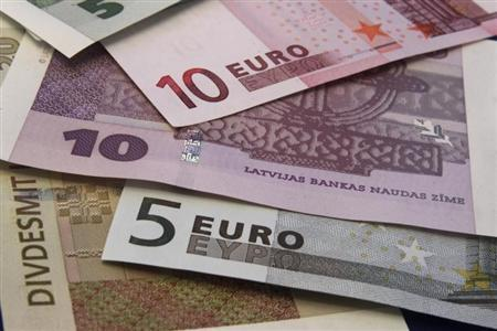 Latvia's lats and euro banknotes are seen in this illustration picture in Riga March 9, 2013. REUTERS/Ints Kalnins