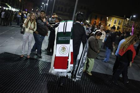 A man sells sarapes at Plaza Garibaldi in Mexico City May 11, 2013. REUTERS/Tomas Bravo