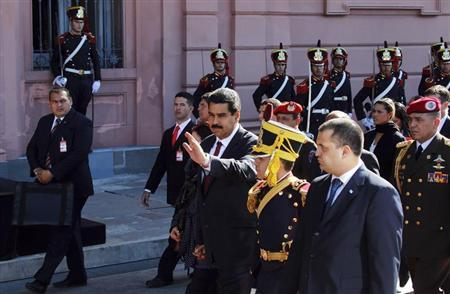 Venezuela's President Nicolas Maduro (C) waves as he arrives at the Casa Rosada Presidential Palace for a meeting with Argentina's President Cristina Fernandez de Kirchner (not pictured) in Buenos Aires May 8, 2013. REUTERS/Marcos Brindicci