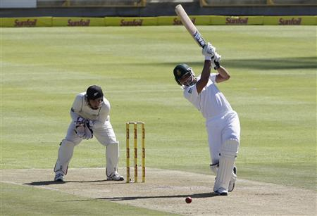 South Africa's Alviro Petersen (R) plays a shot during the first day of their first test cricket match against New Zealand in Cape Town, January 2, 2013. REUTERS/Mike Hutchings