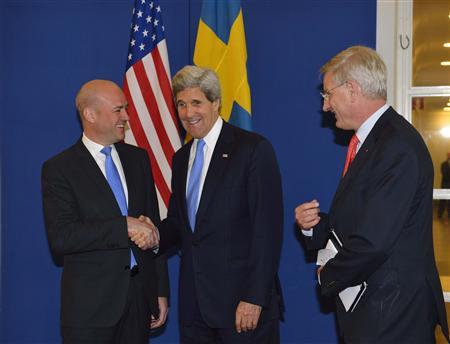 U.S. Secretary of State John Kerry is welcomed by Prime Minister Fredrik Reinfeldt (L) and Sweden's Foreign Minister Carl Bildt at the government building Rosenbad in Stockholm, May 14, 2013. REUTERS/Henrik Montgomery/Scanpix Sweden