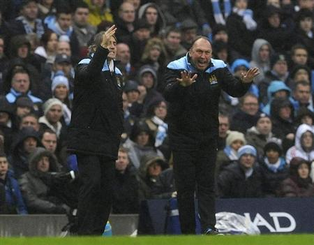 Manchester City's manager Roberto Mancini (L) and his assistant David Platt instruct their team during their FA Cup soccer match against Manchester United at the Etihad Stadium in Manchester, northern England January 8, 2012. REUTERS/Nigel Roddis
