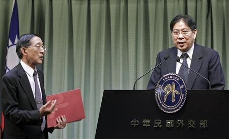 Antonio Basilio (R), the Philippines' representative to Taiwan, speaks during a joint news conference as Taiwan Minister of Foreign Affairs David Lin (L) gestures to him at the Ministry of Foreign Affairs in Taipei May 15, 2013. REUTERS/Pichi Chuang