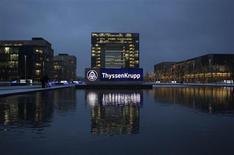 Le sidérurgiste ThyssenKrupp affiche une perte au titre de son deuxième trimestre, clos fin mars, sous le coup d'une nouvelle dépréciation de sa filiale Steel Americas pour laquelle il cherche un acquéreur. /Photo d'archives/REUTERS/Ina Fassbender