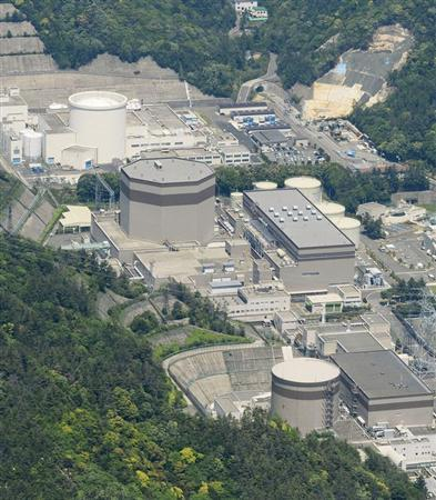 An aerial view shows Japan Atomic Power Co.'s Tsuruga nuclear power plant in Tsuruga, Fukui prefecture, in this photo taken by Kyodo May 15, 2013. Experts judged on Wednesday that a reactor on Japan's west coast is located on ground at high risk of an earthquake, setting in motion a process that will likely lead to the first permanent shutdown of a nuclear plant since the 2011 Fukushima crisis. REUTERS/Kyodo