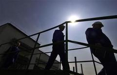 L'emploi intérimaire, considéré comme un indicateur avancé de la situation générale de l'emploi, est resté stable en France en mars par rapport à février, tout en reculant de 9,3% par rapport à mars 2012, a annoncé mercredi Pôle Emploi. /Photo d'archives/REUTERS/Ognen Teofilovski