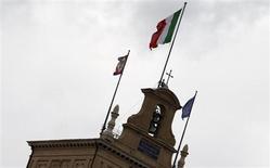L'Italie a réussi à allonger la maturité moyenne de sa dette via l'émission de six milliards d'euros d'obligations à 30 ans, une première pour cette échéance depuis 2009, qui a attiré une demande pléthorique de plus de 12,7 milliards d'euros. /Photo d'archives/REUTERS/Giampiero Sposito
