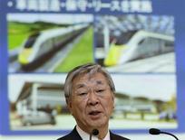 Le président d'Hitachi, Hiroaki Nakanishi. Le conglomérat japonais compte créer 24.000 postes dans le monde entier dans les trois ans à venir, tout en visant une marge opérationnelle annuelle de plus de 7%, contre 4,7% actuellement, grâce à 400 milliards de yens (3,04 milliards d'euros) d'économies. /Photo prise le 16 mai 2013/REUTERS/Toru Hanai