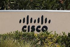 Логотип Cisco в Сан-Диего (штат Калифорния), 12 ноября 2012 года. Квартальная прибыль производителя сетевого оборудования Cisco Systems Inc превысила прогнозы рынка, а прогноз фирмы о возможном росте выручки дополнительно обнадежил инвесторов, обеспокоенных низким уровнем расходов корпораций и государства на hi-tech. REUTERS/Mike Blake