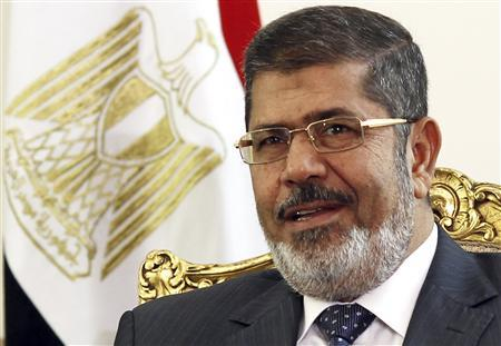 Egypt's President Mohamed Mursi attends a meeting with Palestinian President Mahmoud Abbas at El-Thadiya presidential palace in Cairo May 16, 2013. REUTERS/Amr Abdallah Dalsh