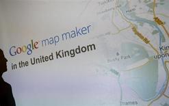 Продакт-менеджер Google Maps Джессика Пфунд объявляет о запуске инструмента Google Map Maker в Блетчли, Великобритания 11 апреля 2013 года. Google Inc столкнулся с новой серией вопросов относительно своих налоговых выплат со стороны комитета британского парламента на фоне повышенного внимания общества к теме ухода корпораций от налогообложения. REUTERS/Darren Staples
