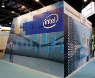 Brian Krzanich, le nouveau directeur général d'Intel, promet d'être plus réactif et plus offensif sur le marché des smartphones et des tablettes où le numéro un mondial des microprocesseurs est en retard sur la concurrence. /Photo d'archives/REUTERS/Jumana ElHeloueh
